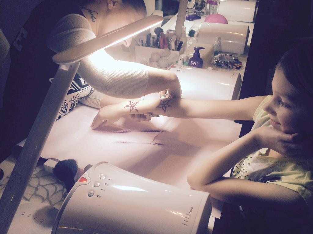 Body-Glitter-Tattoo