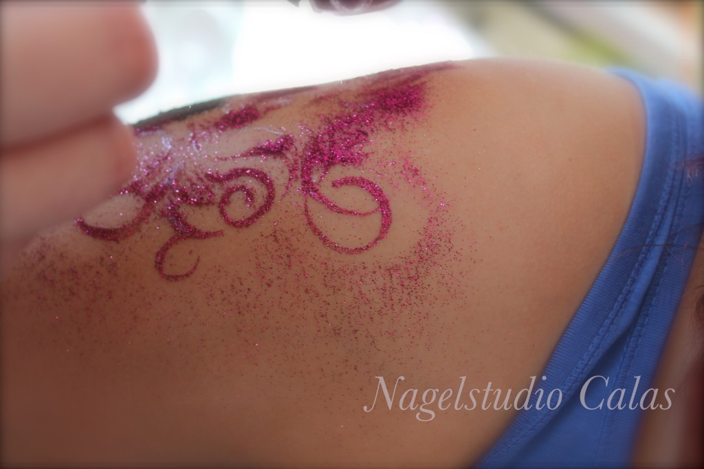 Body-Glitter-Tattoo